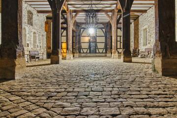 Fototapeta Klosterhof im Laternenlicht obraz