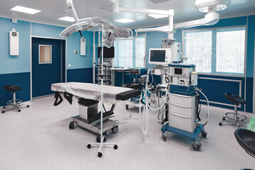Large spacious operating board with a large amount of light, with modern equipment for various complex operations, operating table, lamps, ventilator. - fototapety na wymiar