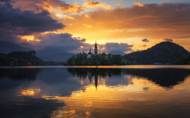 Fototapeta Lake Bled Slovenia. Beautiful sunrise over Bled lake with small Pilgrimage Church. Most famous Slovenian lake and island Bled with Pilgrimage Church of the Assumption of Maria. Bled, Slovenia. obraz