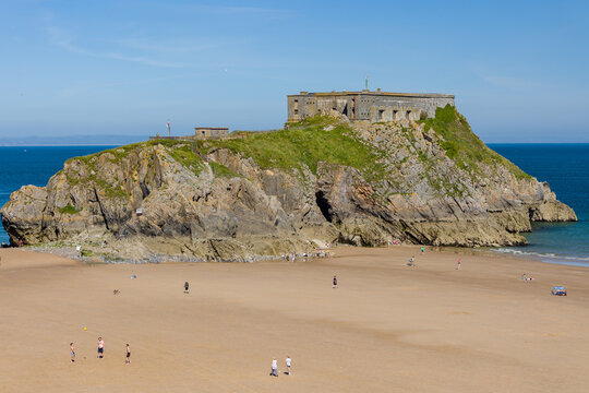 Huge, quiet sandy beach in summer (Tenby's Castle Beach, Wales)