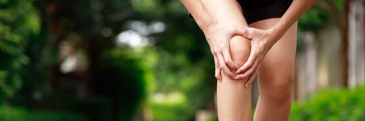 Fototapeta woman pain knee at the park obraz