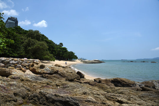 leerer Strand in Thailand während des Lockdown, Naklua Beach