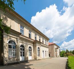Obraz Budynek Zespołu Szkół Ekonomiczno Ogrodniczych w Tarnowie - fototapety do salonu