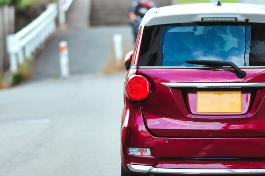 赤い軽自動車