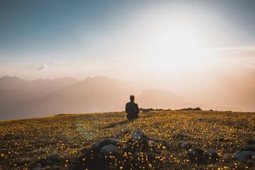 Fototapeta Tramonto monte altissimo lago di garda sul tramonto con persone obraz