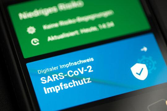 siegen, nrw/deutschland - 30 06 2021: Das digitale impfzertifikat in der corona warn app