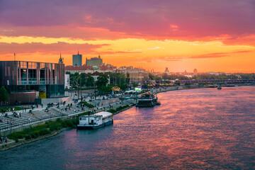 Fototapeta Letni zachód słońca w Warszawie nad Wisłą obraz