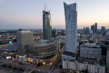 Obraz Warszawa - centrum miasta, zachód słońca, wieżowce widziane z drona - fototapety do salonu