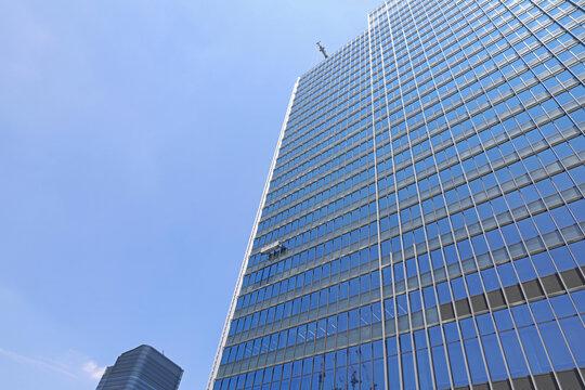 高層ビルの窓ガラス清掃