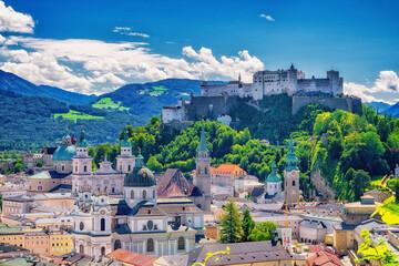 Obraz Altstadt von Salzburg mit Burg Hohensalzburg in Österreich - fototapety do salonu