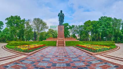 Obraz Taras Shevchenko Park with lush greenery and tulips, Kyiv, Ukraine - fototapety do salonu