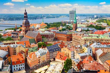 Obraz Panoramic view of the old city of Riga, Latvia from the tower Church of St. Peter. Summer sunny day - fototapety do salonu