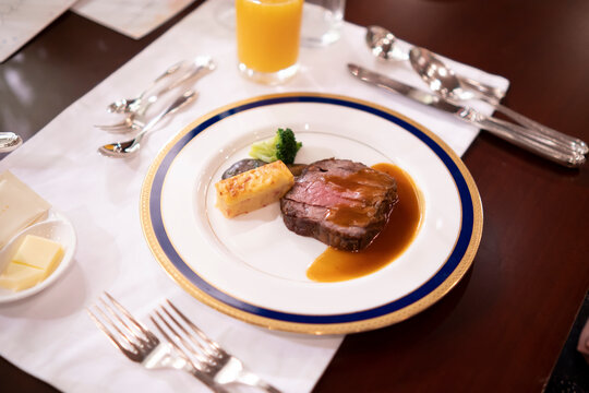 Sauteed beef fillet for wedding dishes