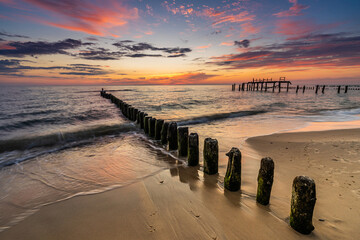 Obraz Beautiful sunset over the sea - fototapety do salonu