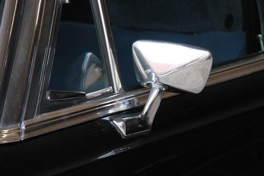 Rückspiegel an altem Auto