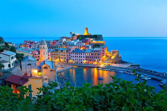 Wunderschönes Dorf  Vernazza, Cinque Terre, Italien