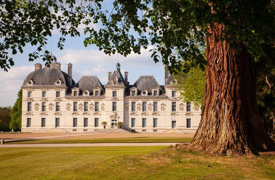 Castles of Loire valley - elegant Cheverny