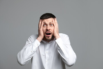 Obraz Portrait of man feeling fear on grey background - fototapety do salonu
