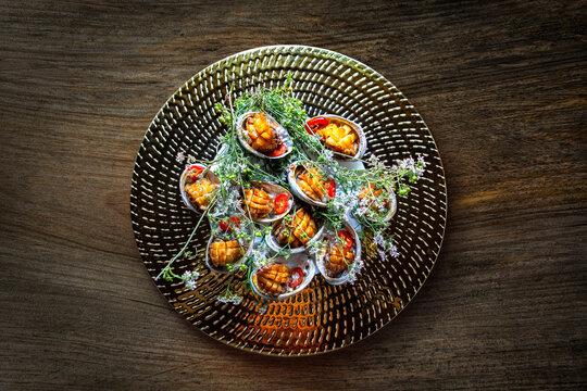 전복 / 전복 버터구이 / top앵글 / 음식 / 한국 / 먹을것 / 한식 / 해산물 / 안주류 / 정물 / 다채로운 / Korea food