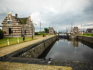 Fototapeta At present, the Netherlands is a constitutional monarchy. The Netherlands is characterized by a high quality of life. The most famous tourist attractions are numerous windmills and city water canals obraz