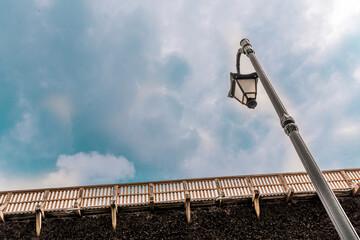 Fototapeta latarnia, chmury, solanki, lampa, niebo obraz