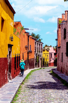 San Miguel de Allende was founded in 1542 in the cool highlands and is a city where Hispanic culture and Mesoamerican culture are in harmony.