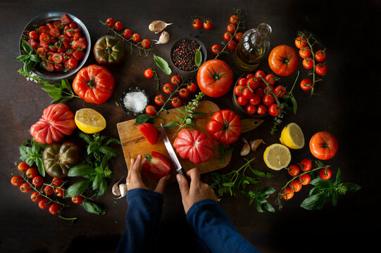 Overhead shot of different varieties of tomatoes