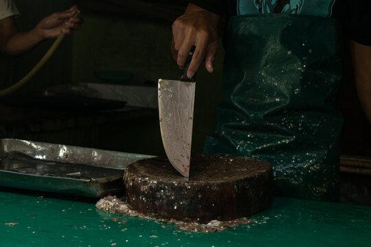 Fishmonger's knife wet market