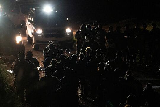 Asylum-seeking migrants cross Rio Grande river into U.S. in Roma