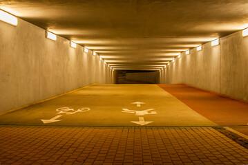 Fototapeta tunel nocą obraz
