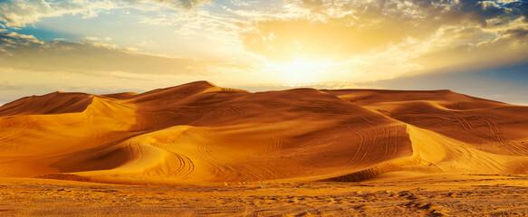 Obraz Golden Sand Dune Desert Landscape Panaroma. Beautiful sunset over the sand dunes in the Al Madam Desert, Sharjah, UAE. - fototapety do salonu