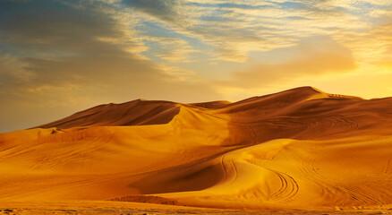 Fototapeta Golden Sand Dune Desert Landscape Panaroma. Beautiful sunset over the sand dunes in the Al Madam Desert, Sharjah, UAE. obraz