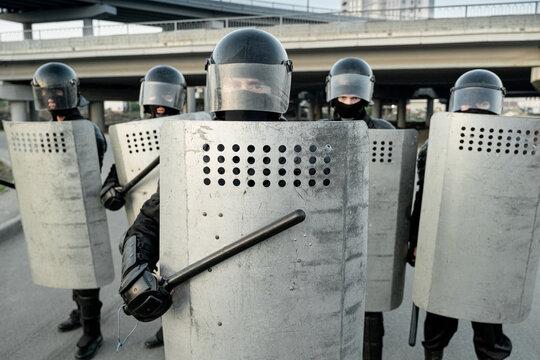 Riot police pushing back protestors