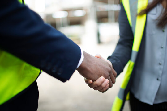 Close up foreman and engineer shaking hands