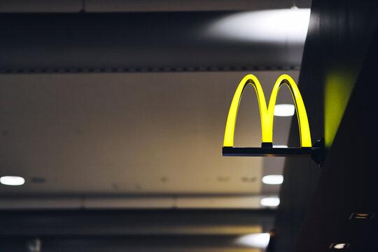 マクドナルド 企業の看板 ロゴマーク