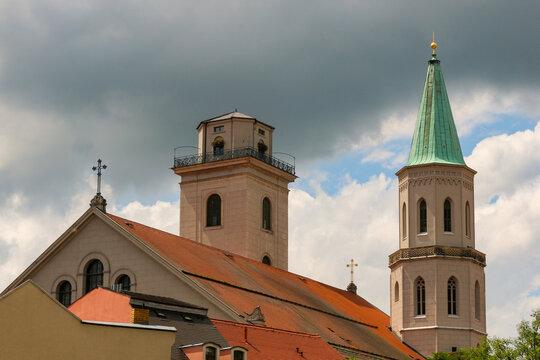 Blick zur Johanniskirche in der Altstadt von Zittau mit Aussichtsplattform