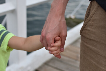 Fototapeta Dłoń ojca i dziecka obraz