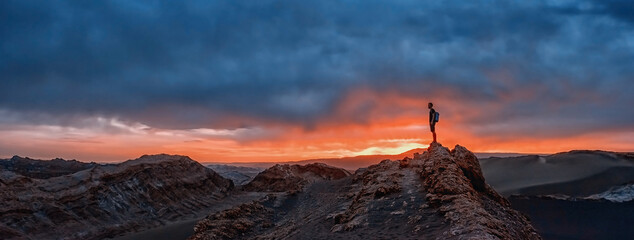 Fototapeta Tourist watching the sunset at the Valle de la Luna, Atacama desert, Chile obraz