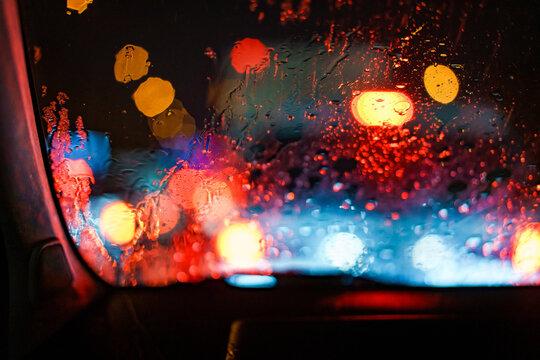 비오는 창문