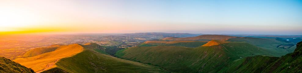 Obraz Stunning sunset views of pen y fan corn du south wales brecon becons - fototapety do salonu