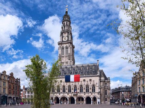 Arras, la place des Héros et le beffroi. Département du Pas-de-Calais.