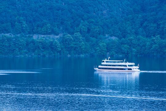 Ausflugsschiff auf dem Edersee