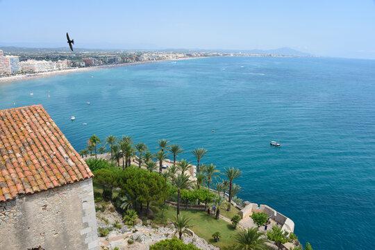 Europe Espagne Peniscola mer océan vacances plages soleil été jardin canon rocher