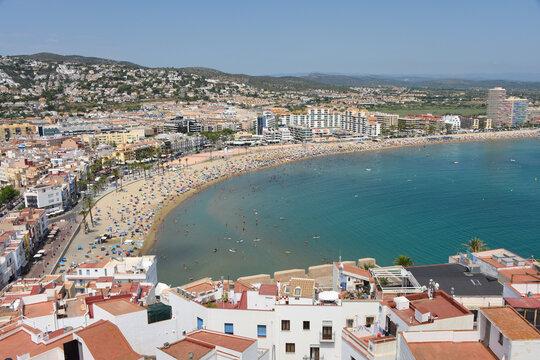 Europe Espagne Peniscola mer océan vacances plages soleil été foule
