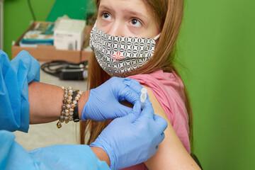 Fototapeta pomiar tempperatiury do szczepienia obraz
