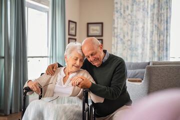 Obraz Senior lovely couple embracing - fototapety do salonu