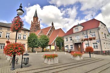 Fototapeta Widok placu miejskiego w Dobrej, Polska obraz