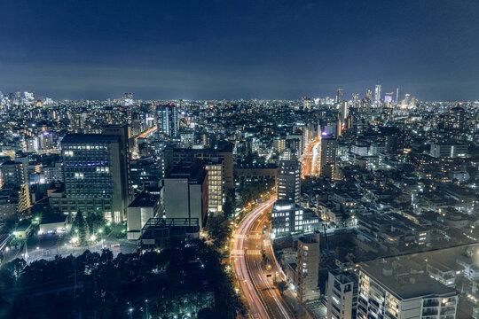 夜の東京 街並み 道路