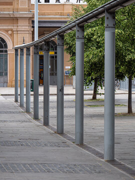 Metal Structure formed by Columns in line with Channel That Joins Them
