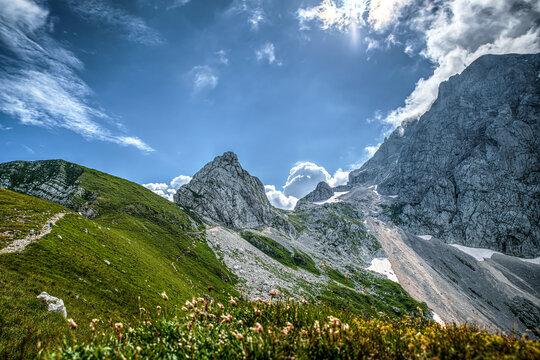 Slowenien Sommer 2021 Berge Panorama blauer Himmel Sonne Wandern